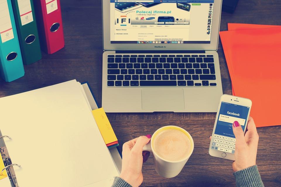 Podnikatelský účet je dobré ovládat z mobilu i počítače